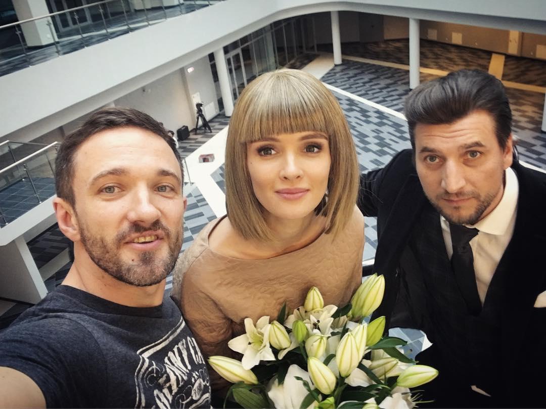 актер александр устюгов фото с женой ветки изгибаются