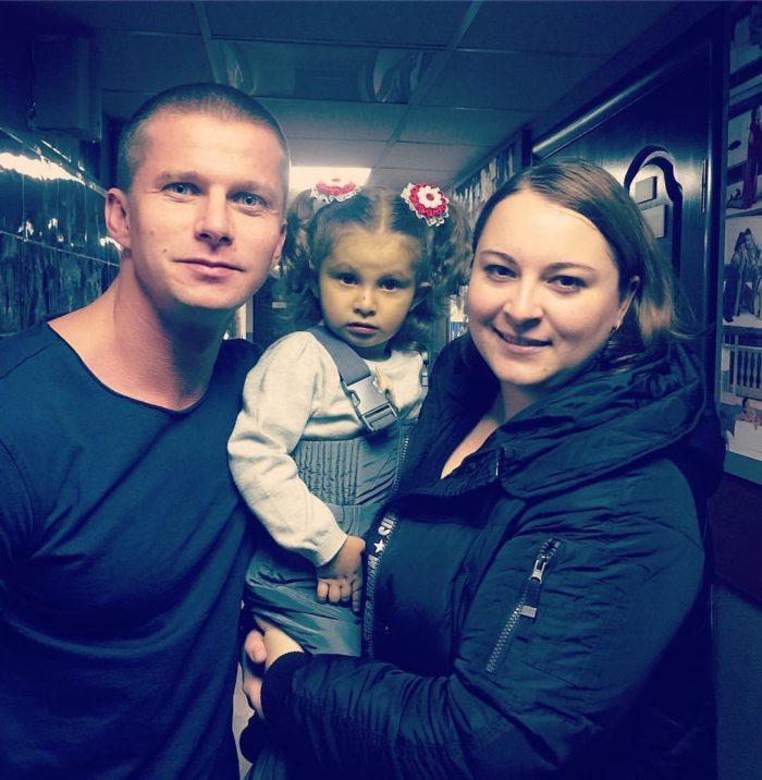 роман курцын фото с женой и сыном приглашаю