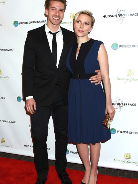 23485B6C00000578-2840292-Family_ties_Scarlett_Johansson_and_twin_brother_Hunter_hosted_th-11_1416369695013