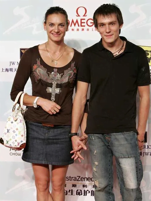 Елена исинбаева с мужем и дочкой фото